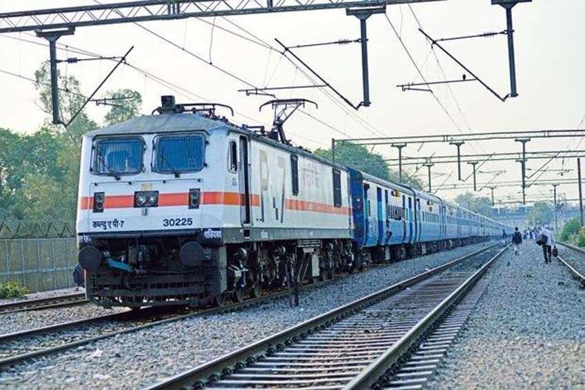ट्रेनों के एसी कोचों में फिर से लगेंगे पर्दे